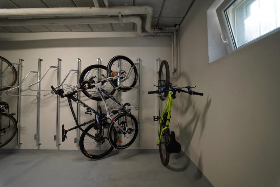 Držiak na bicykel na stenu VERTIKAL PRO, Nerez