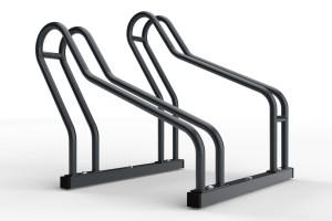 Stojan na bicykle určený na parkovanie 2 bicyklov rôznych typov. Stojan vďaka svojej konštrukcii umožňuje prvé nastavenie státia do ľubovoľného uhla. Môžete ho natočiť na ľavú a právú stranu podľa potreby. Následne stojan zaaretujete - utiahnete skrutkami. Montáž je jednoduchá a zvládne ju každy. Stojan na bicykle je vhodný do úzkych priestorov vďaka striedavej konštrukcii parkovacích miest a rozostupu 32 cm medzi stojanmi. Tento stojan je vo farebnóm prevedení podľa vzorkovníka ral.